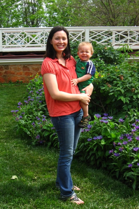 Chip & Pepper Stella jeans on a real mom blogger