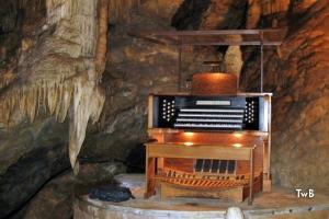 Stalactite pipe organ